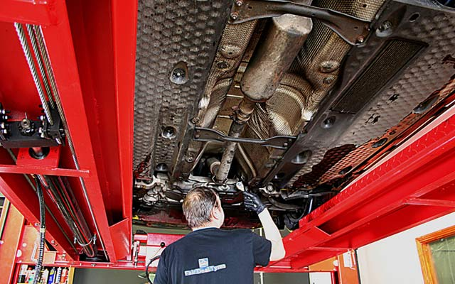 INTERMEDIATE SERVICEFROM €65HELPS MAINTAIN YOUR VEHICLES PERFORMANCEAND PROLONG ITS LIFE